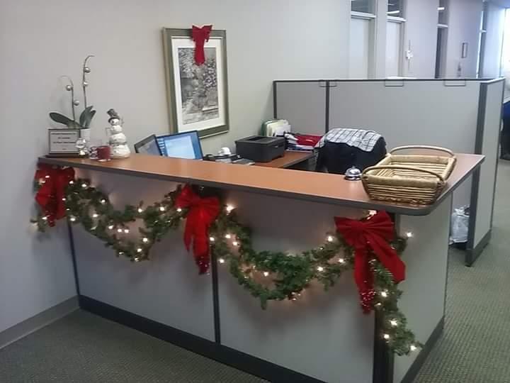 trang trí văn phòng bằng dây kim tuyến