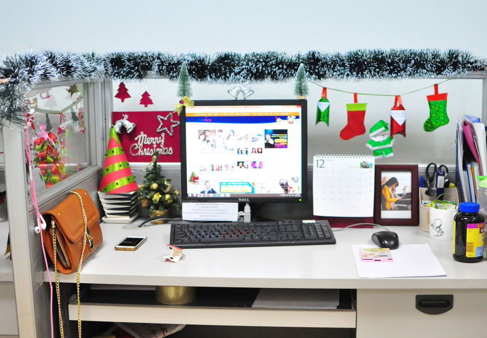 văn phòng được trang trí noel