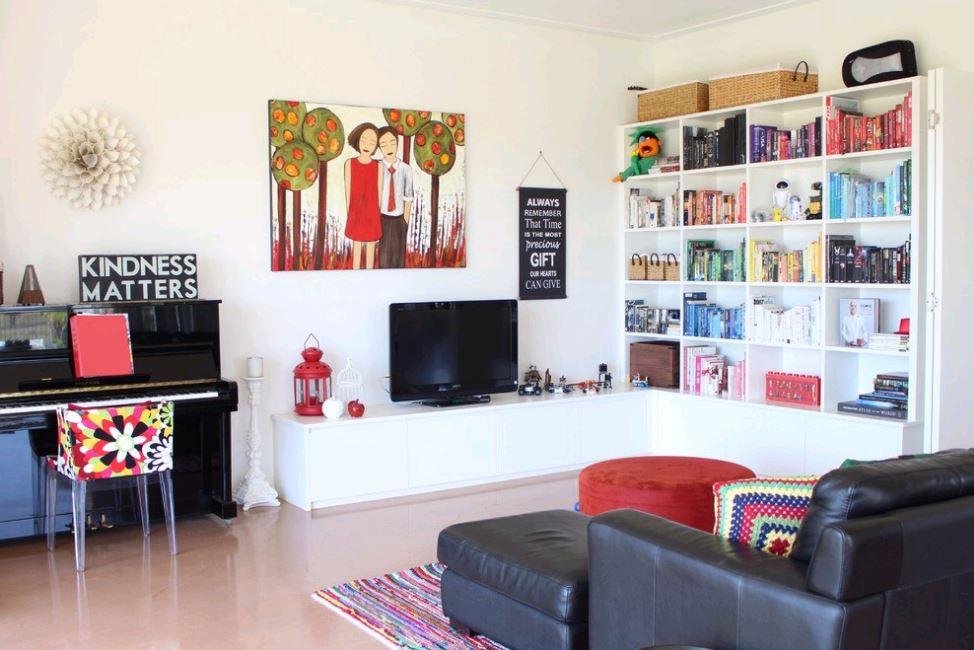 tủ TV gỗ màu trắng đơn giản nhưng rất đẹp