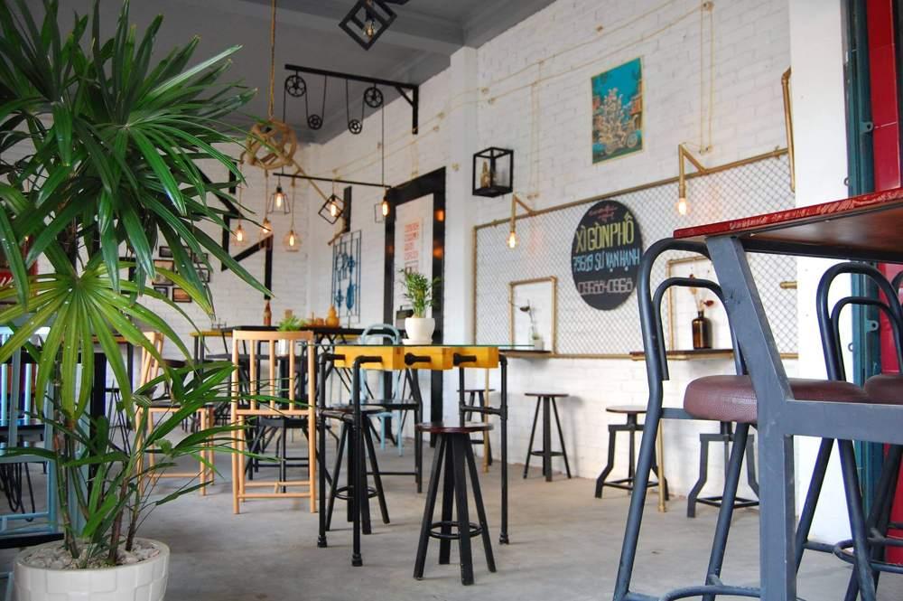 Một góc quán cafe với những mẫu bàn cafe hết sức  phá cách
