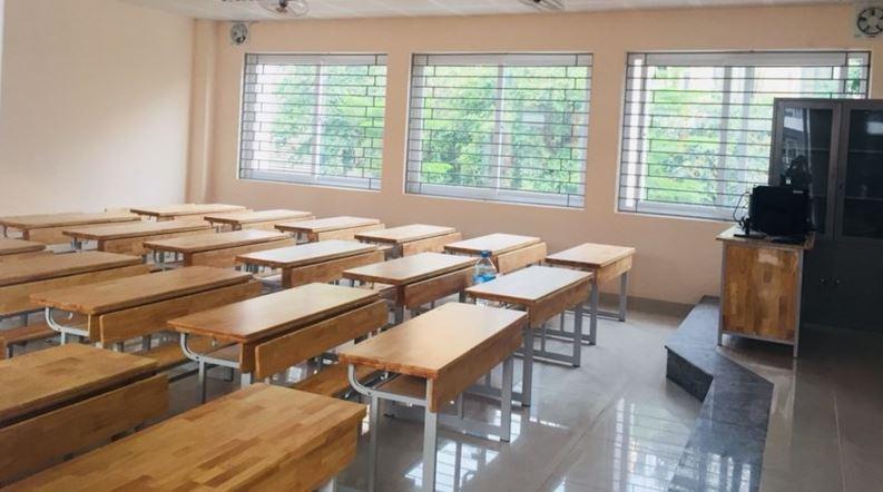 Bàn học thường được hiểu là bàn dùng trong trường học