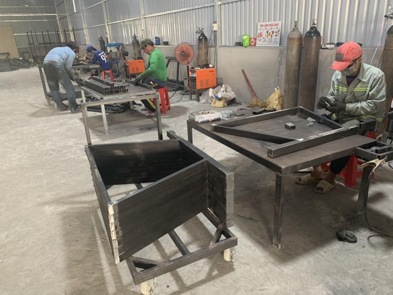 Xưởng sản xuất chân bàn văn phòng homeoffice
