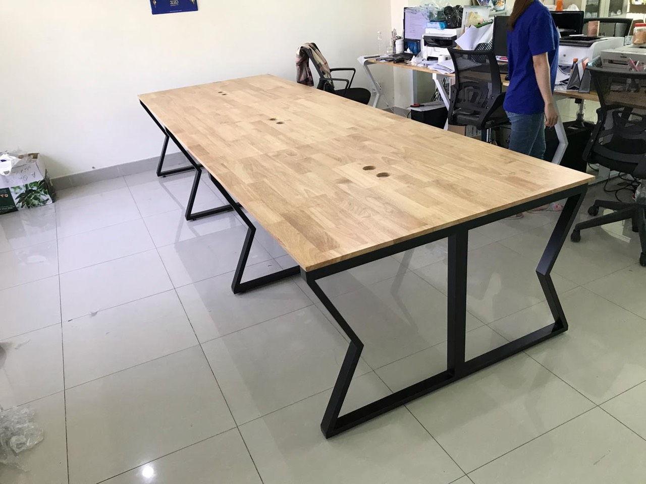 Chân bàn văn phòng hoàn thiện mặt bàn