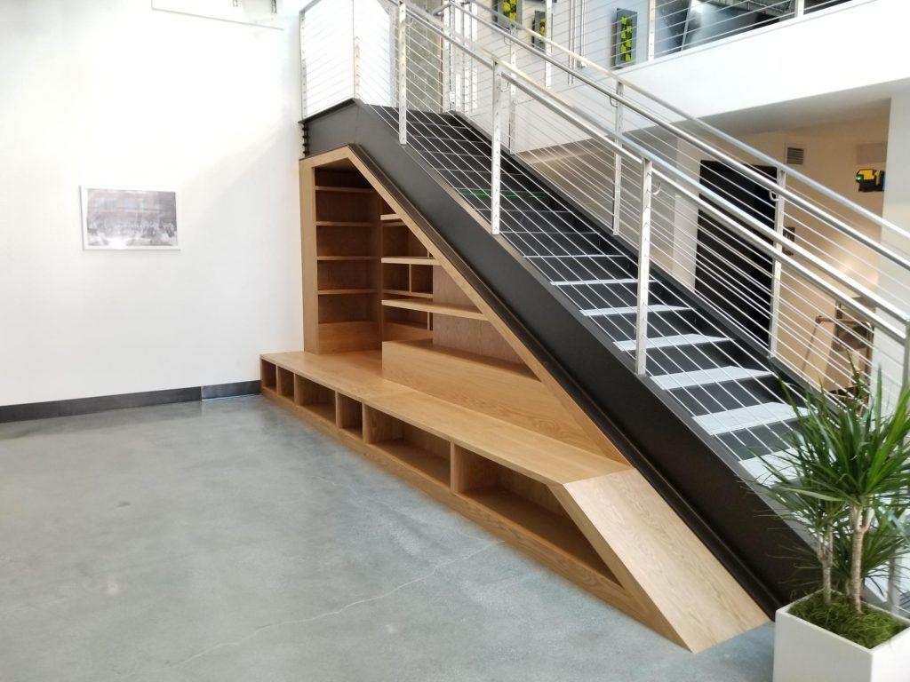 Kệ sách tận dụng gầm cầu thang