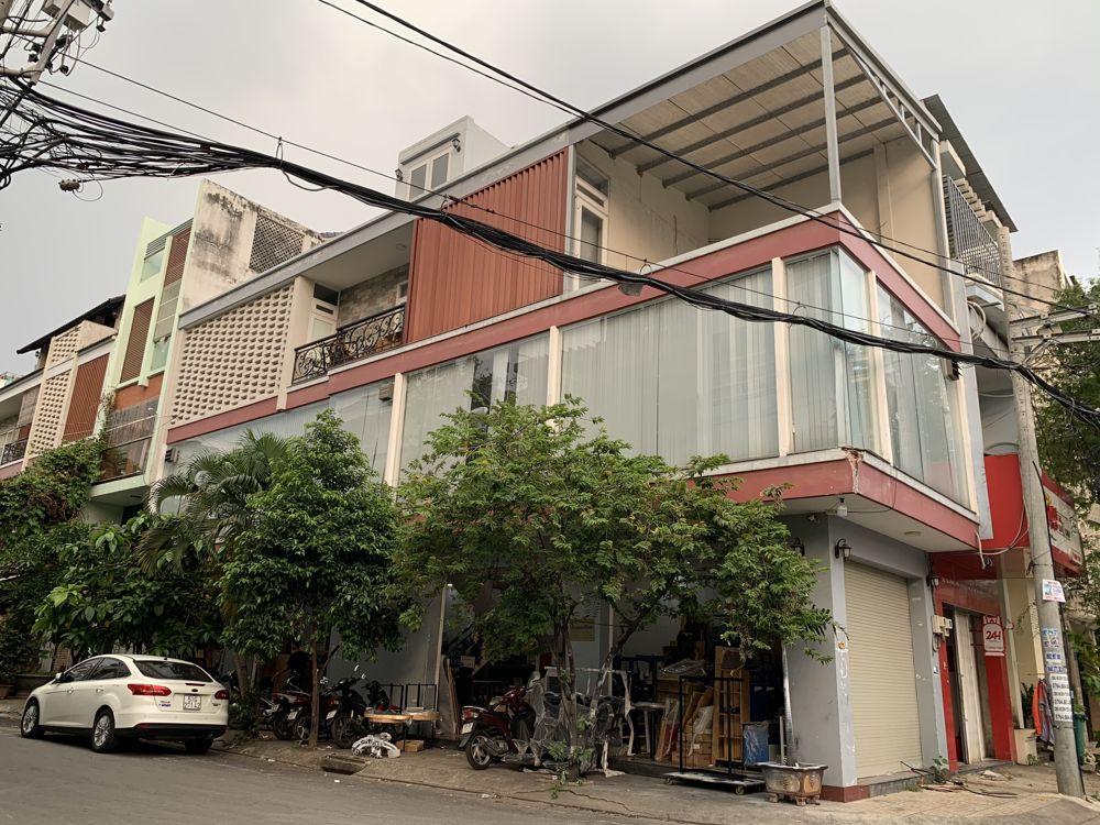 Toàn cảnh showroom Homeoffice tại đường Đồng Đen