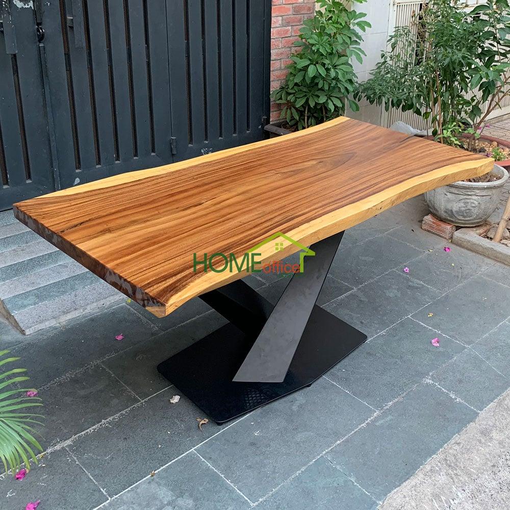 Mẫu bàn ăn gỗ me tây nguyên khối với chân sắt siêu đẹp