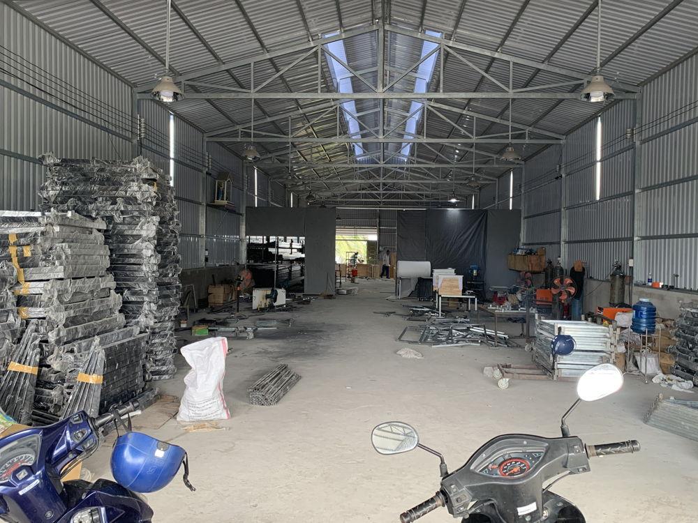Xưởng sản xuất quy mô 1000m2 với đầy đủ máy móc