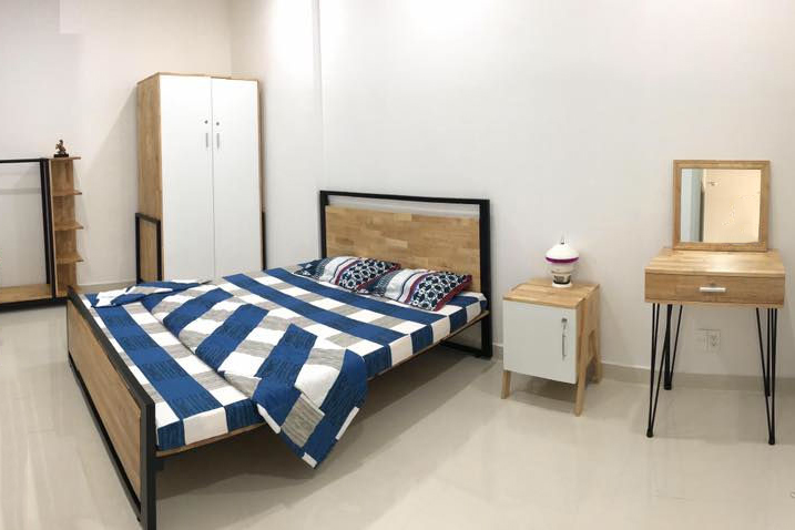 mẫu giường ngủ gỗ cao su