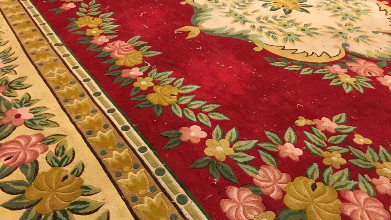 Thảm cuộn họa tiết phức tạp trên tấm lớn