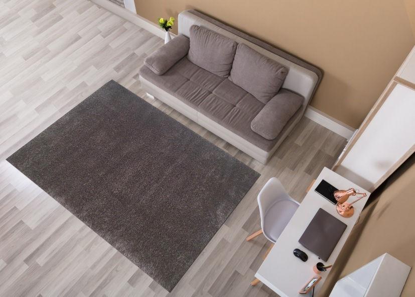 Thảm lông xù phòng khách tông đen xám