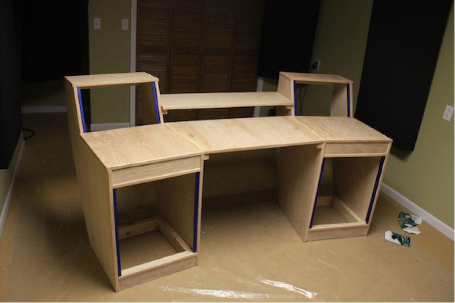 Những mẫu bàn tuyệt vời cho phòng thu, studio vừa và nhỏ
