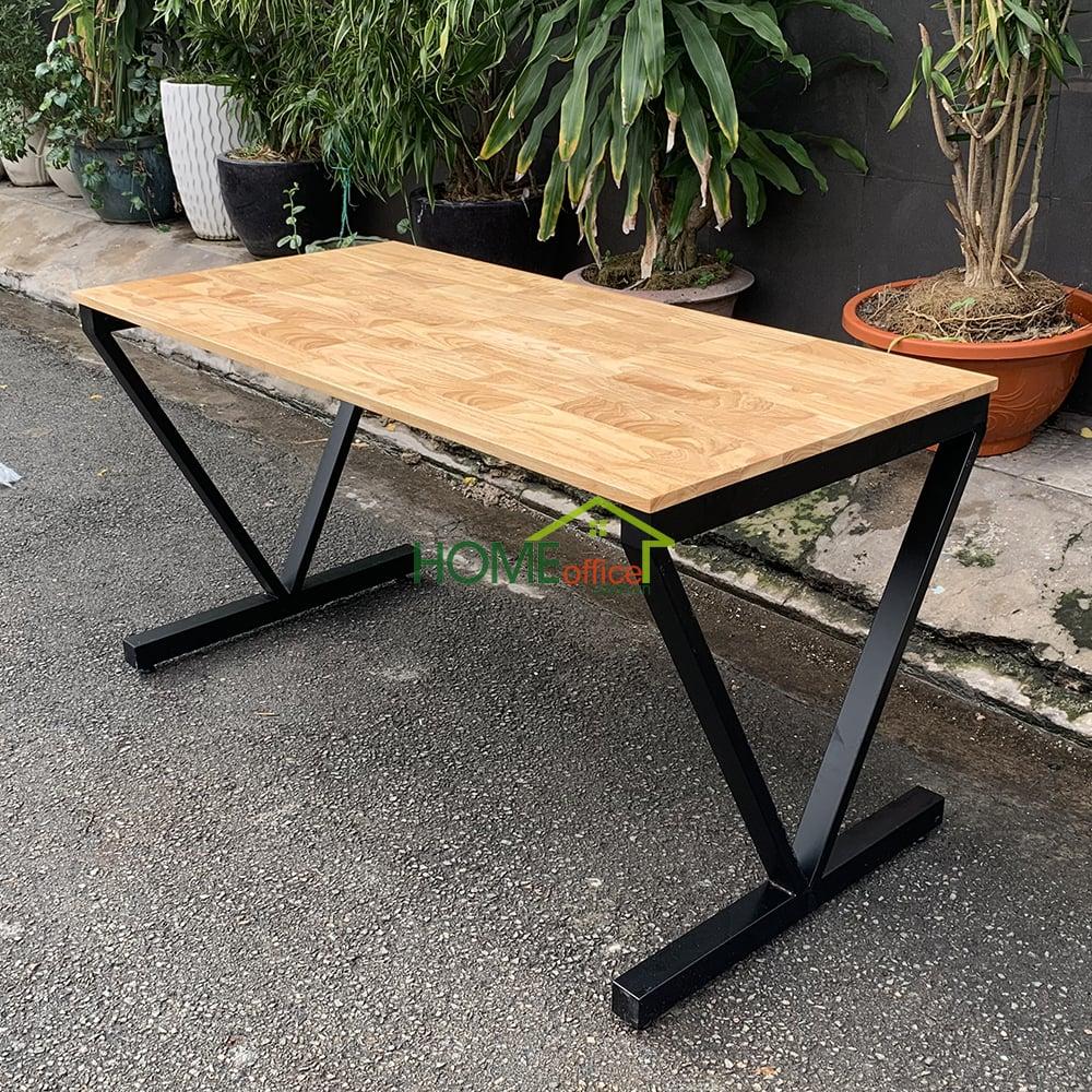 bàn gỗ chân sắt lắp ráp chữ V đẹp mắt