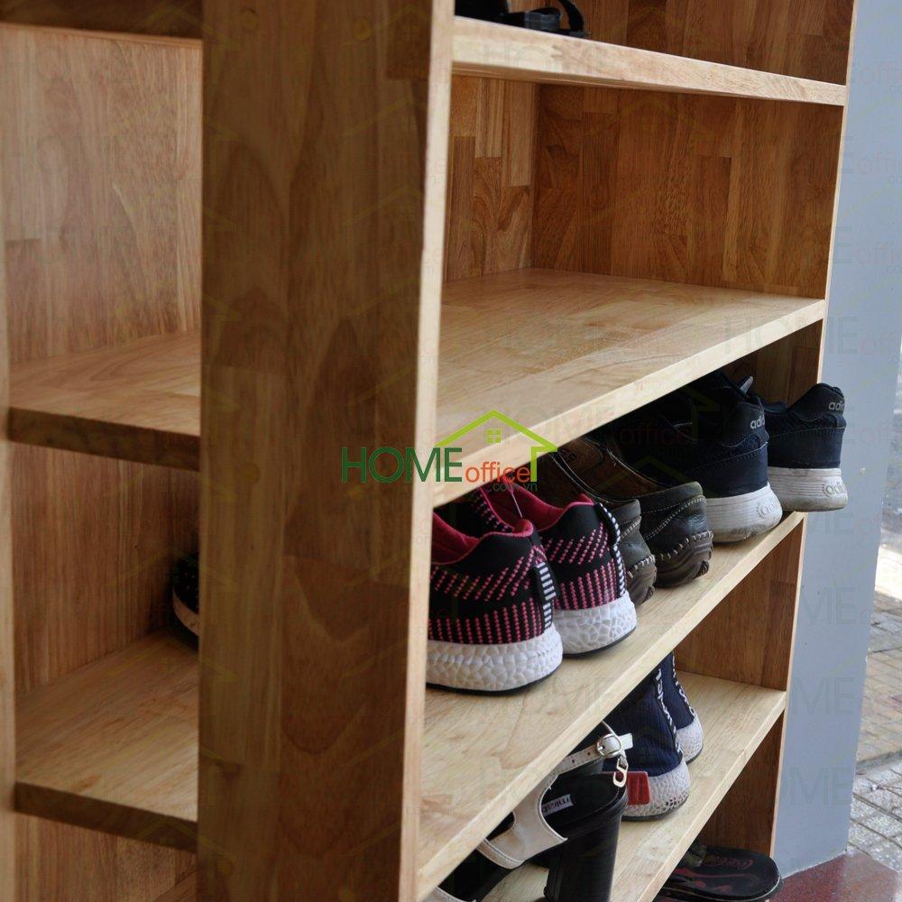 Chất liệu gỗ cao su mang lại cho không gian sự sang trọng.